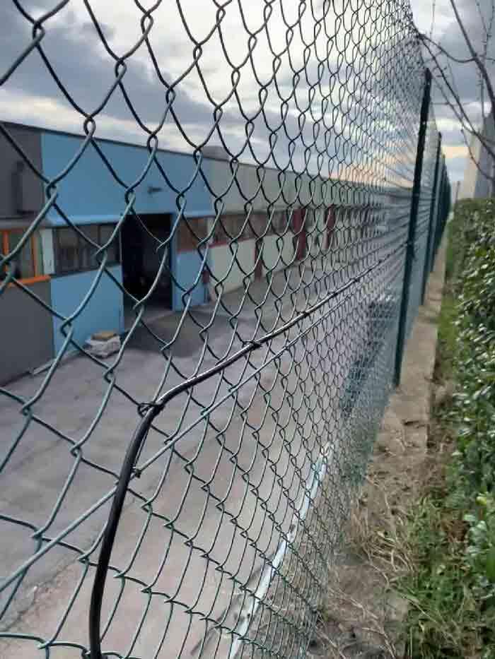Fissaggio cavo microfonico per recinzioni 2